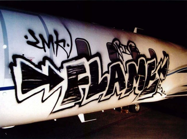 Граффити на частном самолете