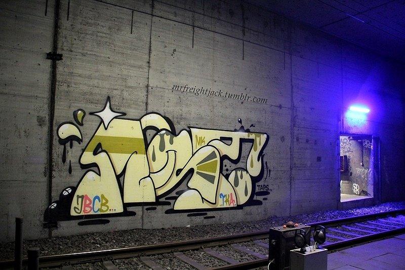 Граффити внутри туннеля в Германии