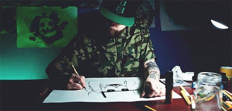 Видео: Max13 рисует на бумаге