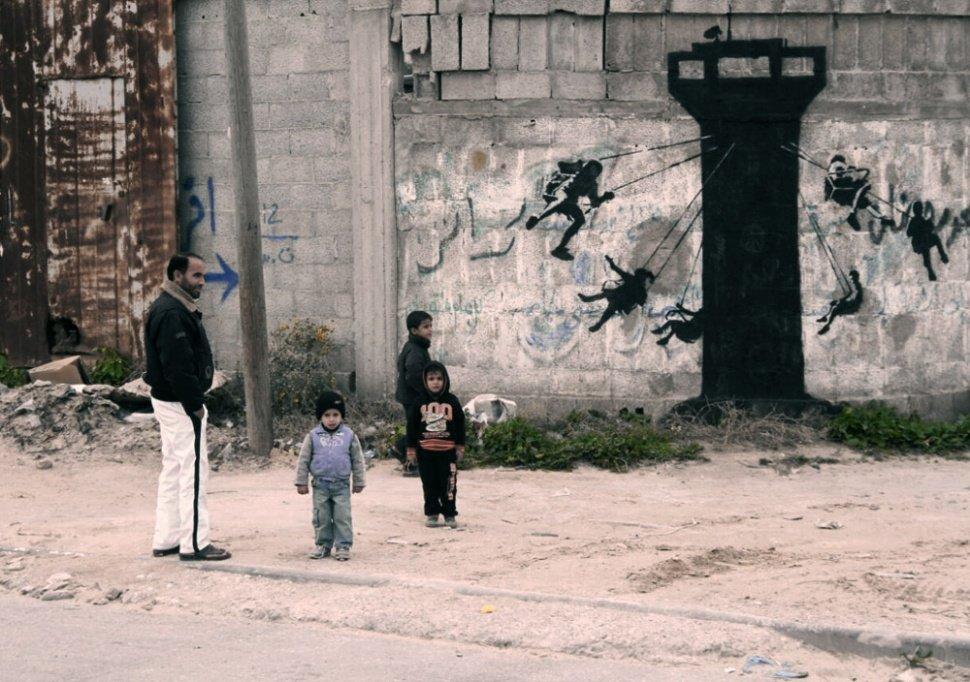 Уличные работы в секторе Gaza. Banksy