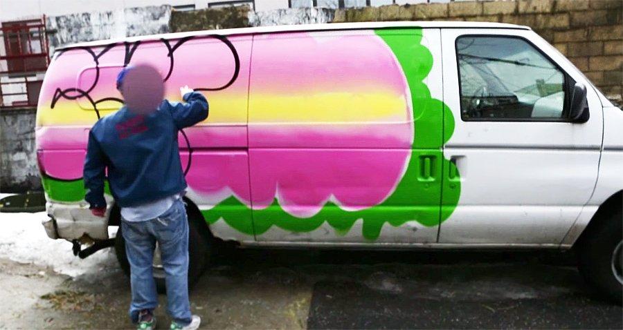 CASH (RFC) рисует на фургоне