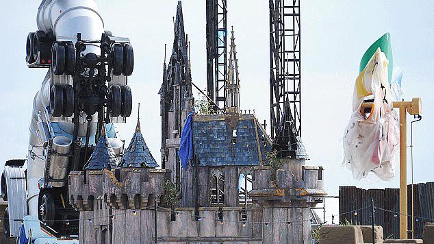 Художник построил свой Диснейленд