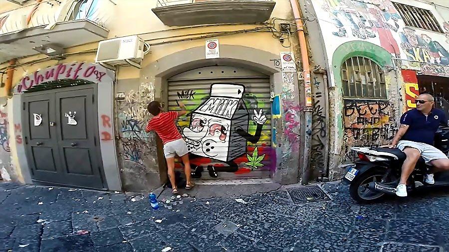 Time Of Milk рисует в Италии