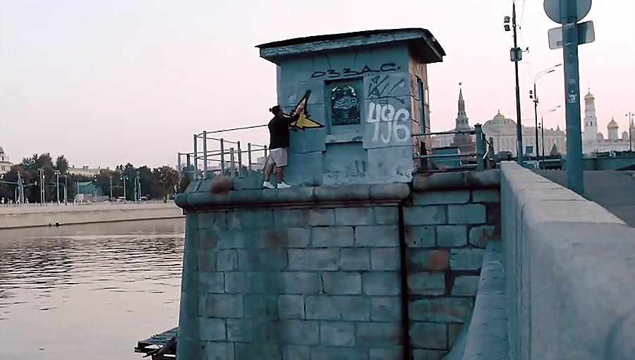 Moscow Night! Kostya August graffiti street art bombing