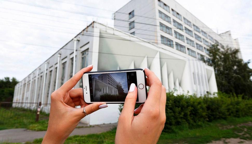 Авангардистский стрит-арт в Омске