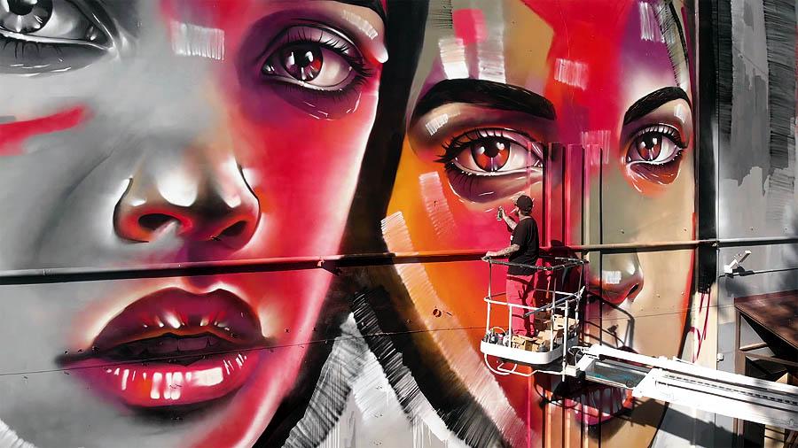 Max13: рисунок на фасаде Центра Авангарда