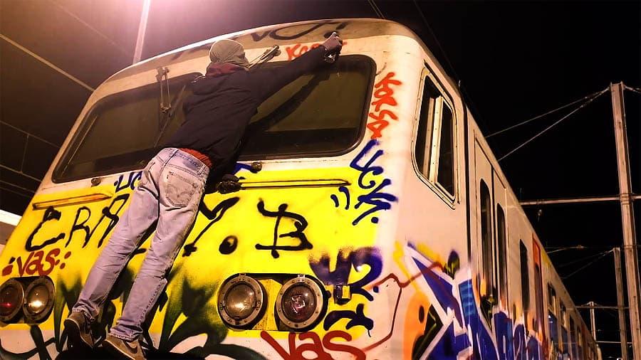 Brussels Train Night | Graffiti with Sliks, Caps & Les Créons