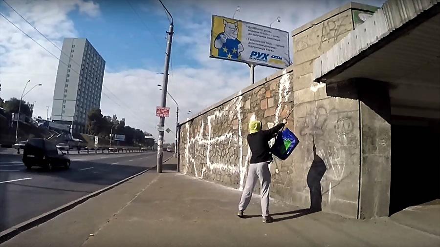 Kewe | Extinguisher graffiti