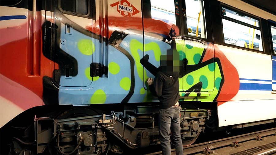Wrong side of the tracks — Cnow (DRS)