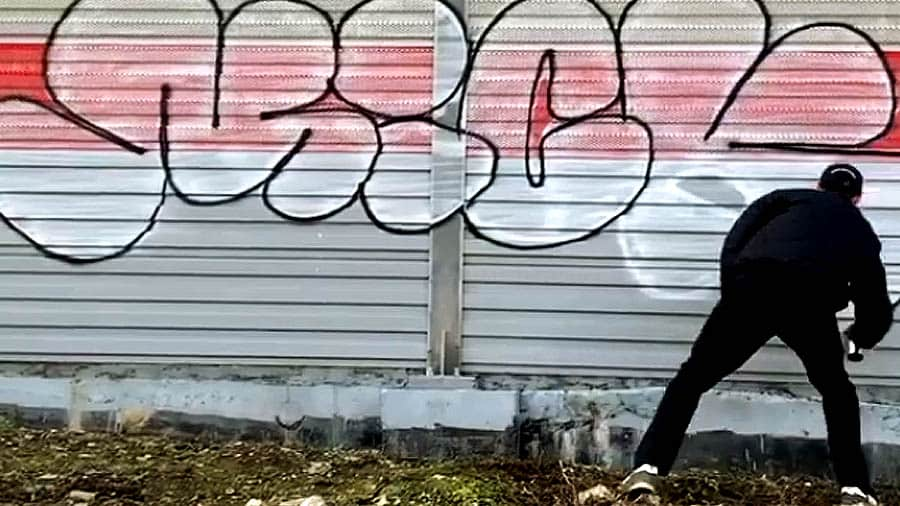 Bombing Graffiti Tags & Throwup by Mick