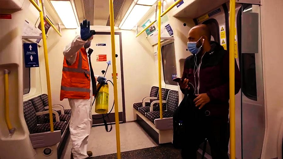 Новая работа в вагоне метро: Бэнкси