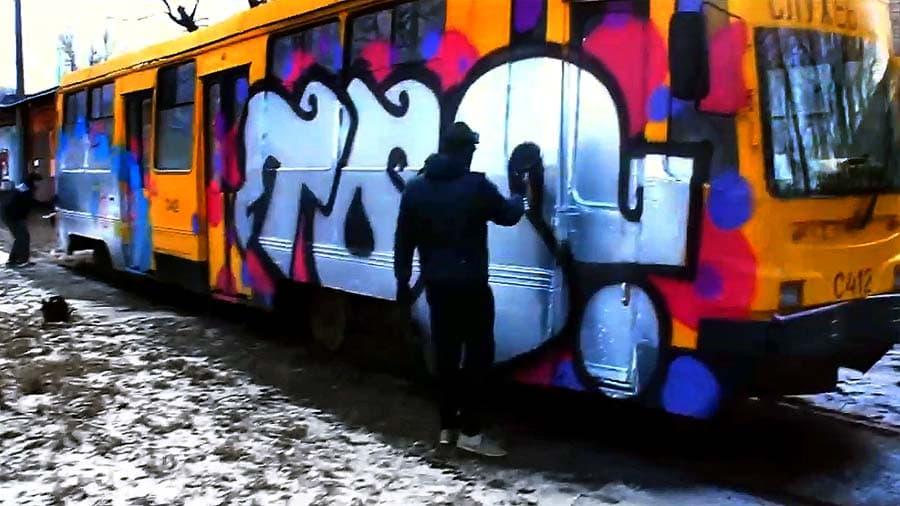 YELLOW TRAM: TOS & WAGZ