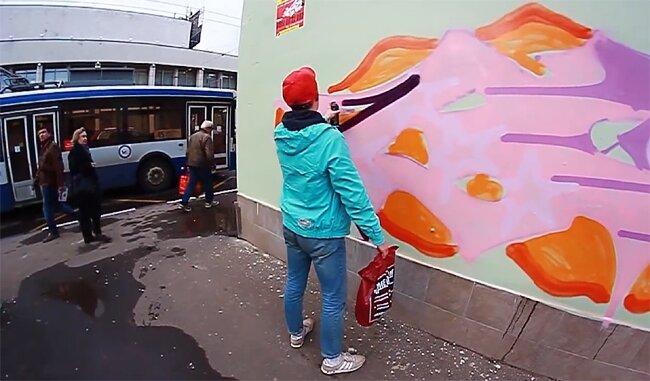 GLUK (MOSCOW) | РИСУЕТ ДНЕМ В ГОРОДЕ